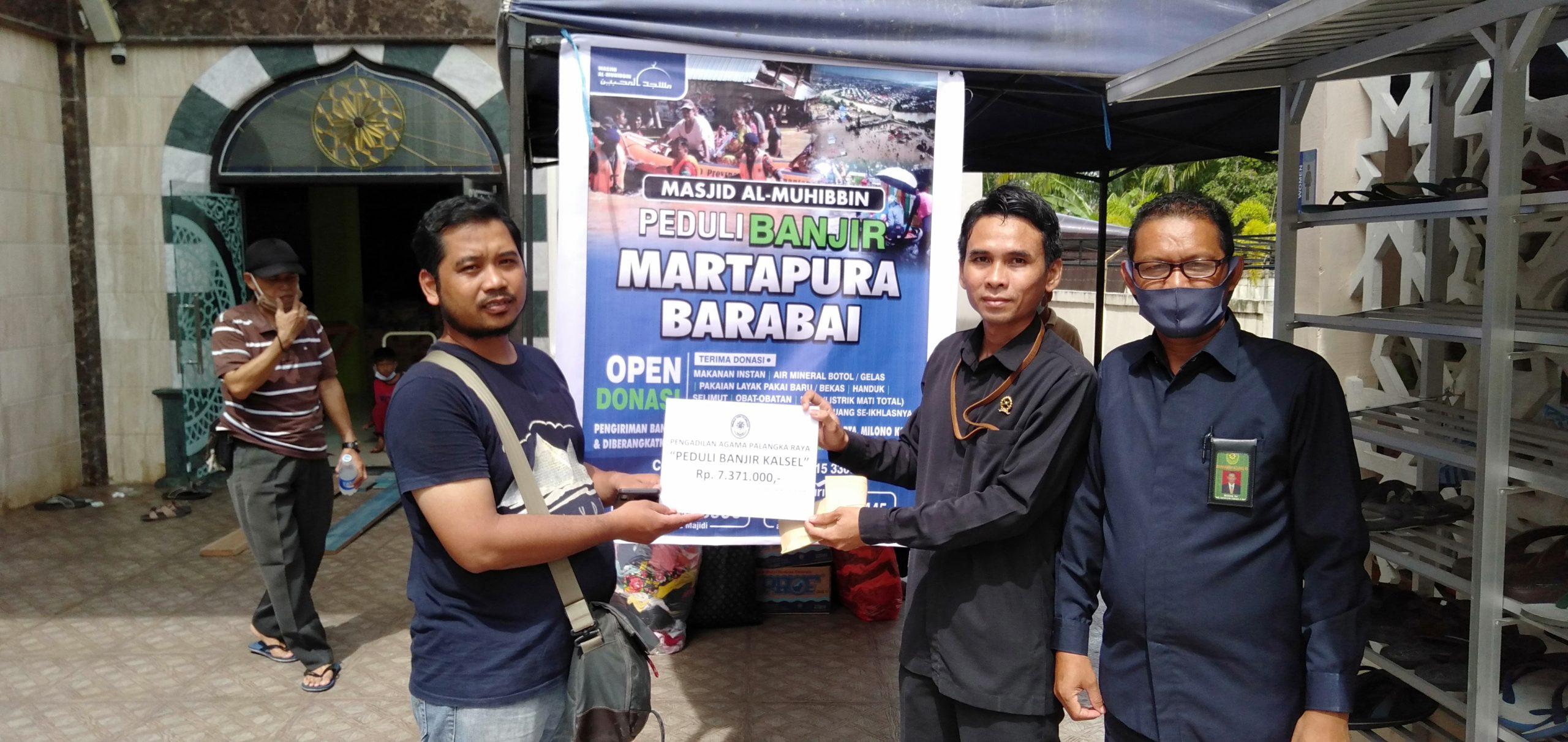 PA Palangka Raya Serahkan Bantuan Melalui Program Peduli Banjir Martapura-Barabai Masjid al-Muhibbin Palangka Raya