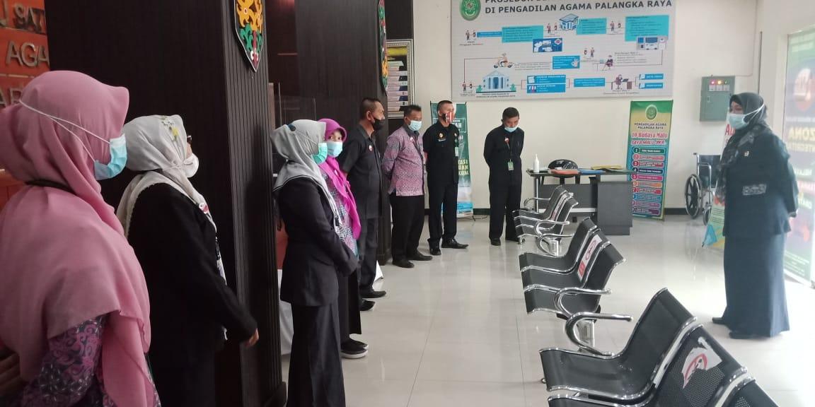 Morning Briefing PA Palangka Raya memotivasi seluruh aparat Pengadilan Agama Palangka Raya untuk berikan Layanan Prima